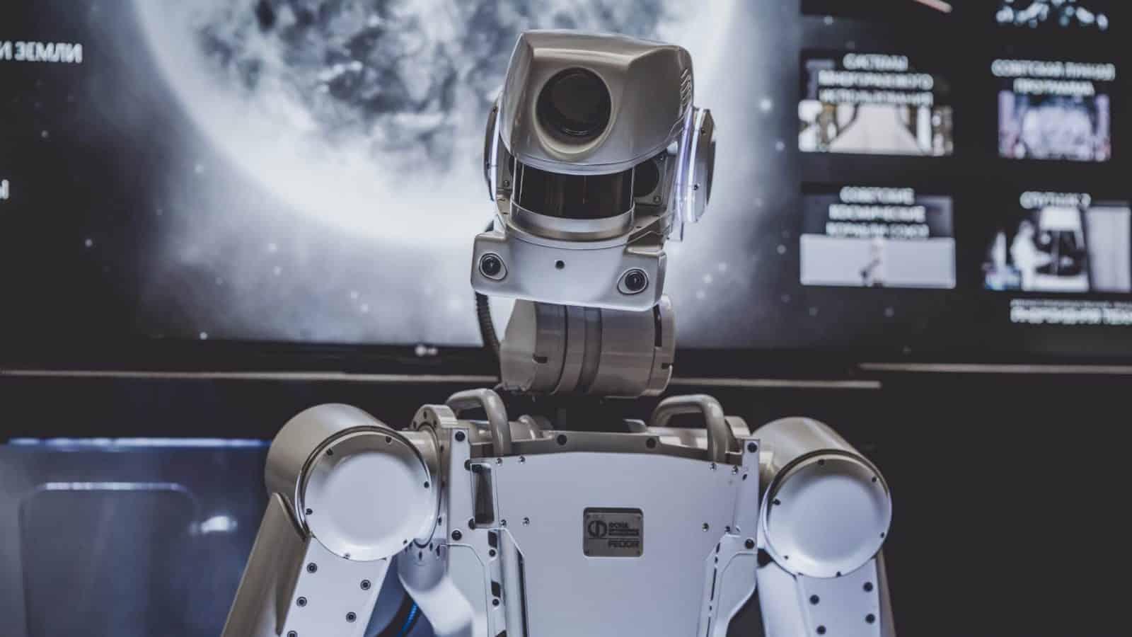 IA eventualmente se tornará tão inteligente que vai considerar os humanos perigosos para ela e resolver nos exterminar
